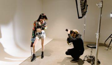 Model fotografie fashion în studio