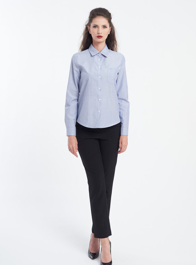 camasa albastra si pantaloni negri